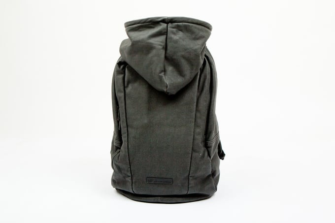 puma-by-hussein-chalayan-2012-spring-summer-urban-mobility-backpack-2.jpg