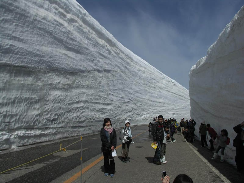 4154 Great wall of snow 20 meters high