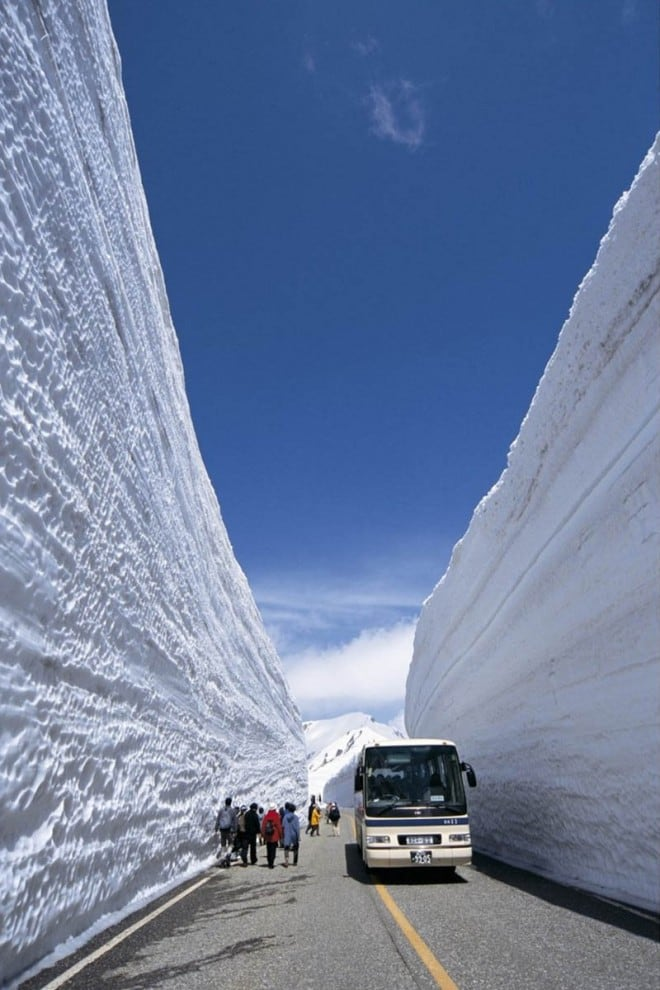 8131 660x990 Great wall of snow 20 meters high