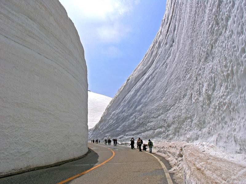 1493 Great wall of snow 20 meters high