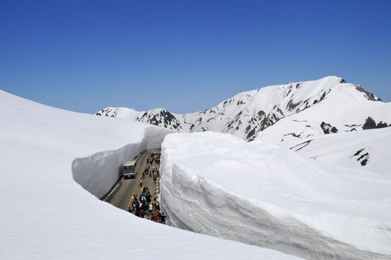 3183 Great wall of snow 20 meters high