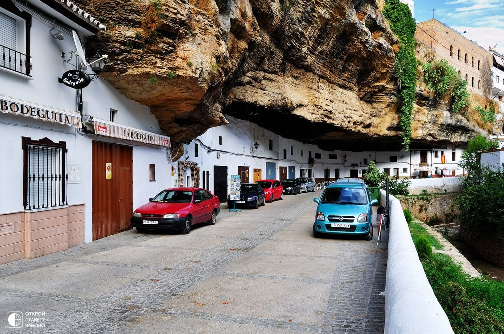 The City that Builts into the Rock -