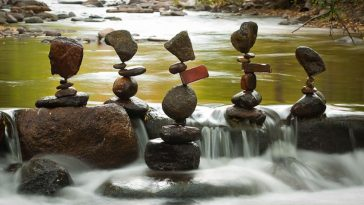 001 grand marnier jordi labanda 364x205 - The Balanced Rock Sculptures of Michael Grab Rely Solely on Gravity