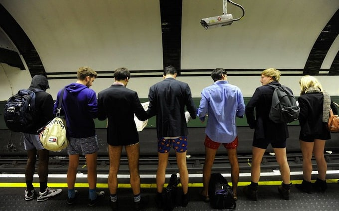 No pants subway ride 2013 (Video)