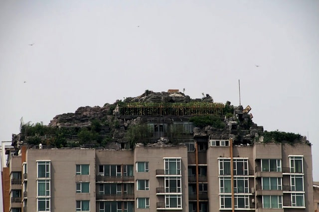 bejing-illegal-rooftop-mountain-villa_01