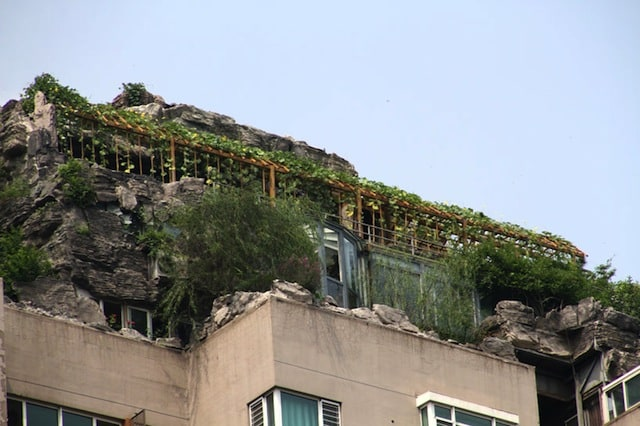 bejing-illegal-rooftop-mountain-villa_03