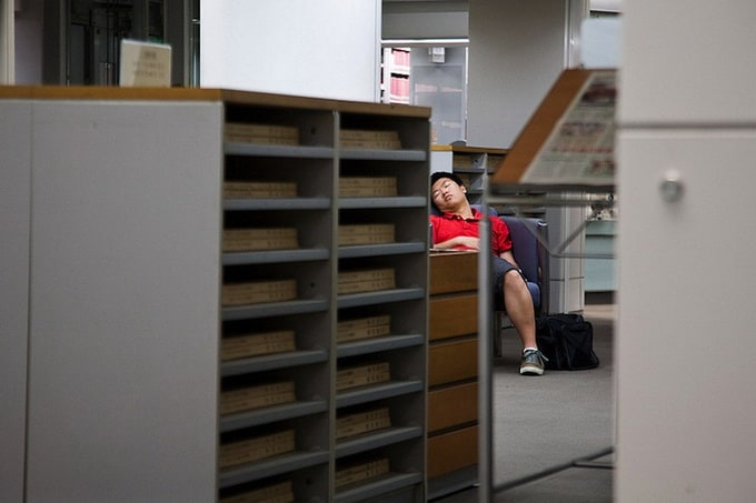 peoplesleepinginlibraries2