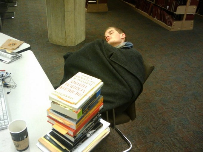 peoplesleepinginlibraries7