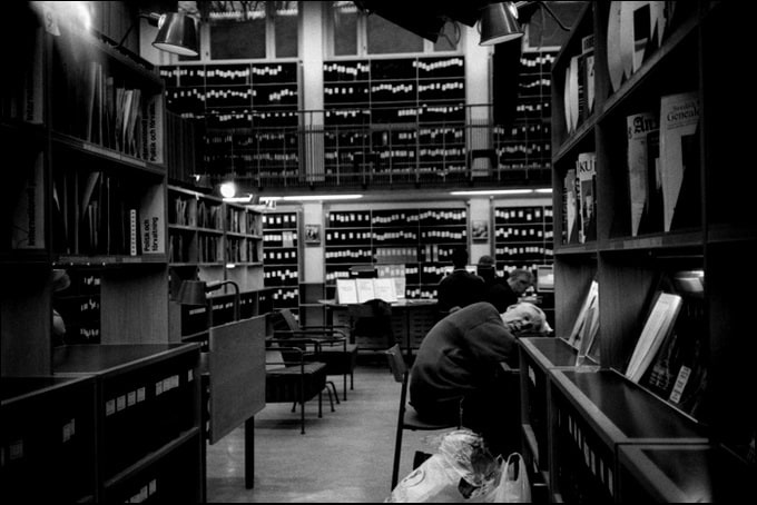 peoplesleepinginlibraries8