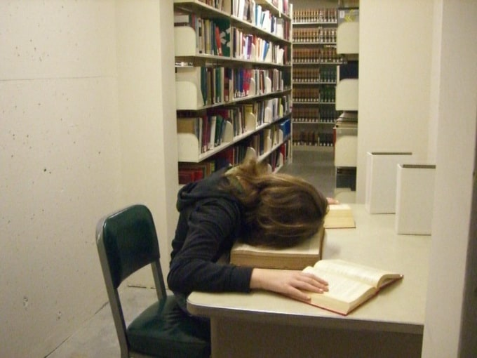 peoplesleepinginlibraries9
