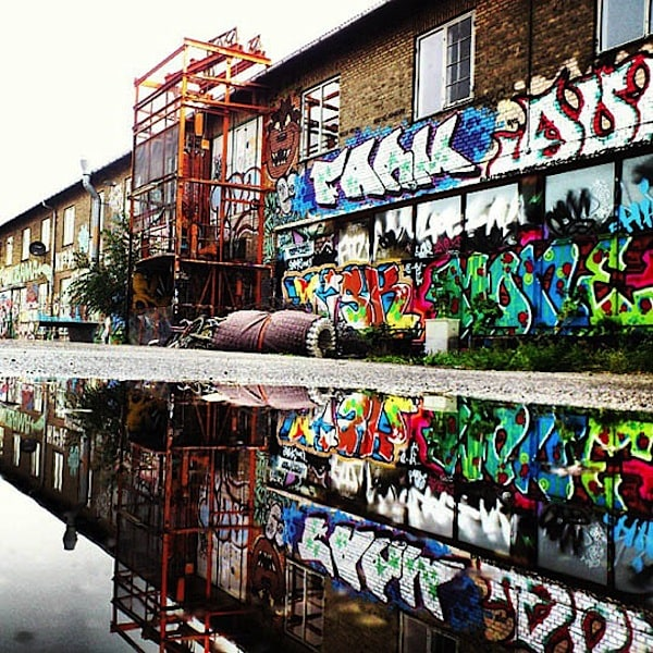 urban_mirrored_streets_06