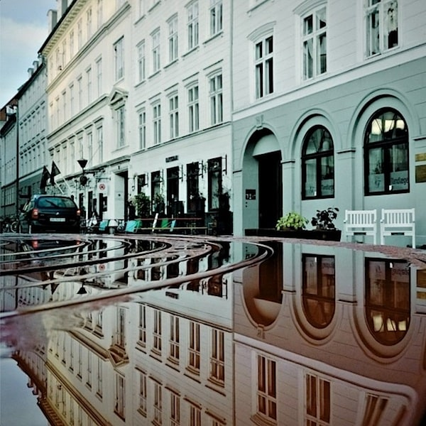 urban_mirrored_streets_10