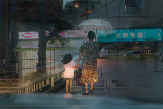 Taxi in the Sea – Multiple Exposure Photography by Taxi Driver Issui Enomoto -