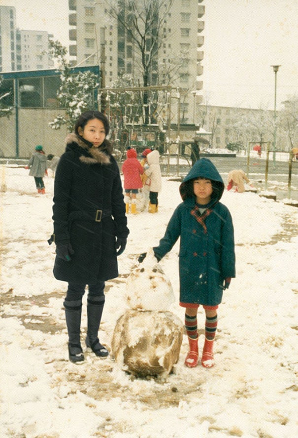 Japanese Photographer Edits Herself Into Childhood Photos -photo manipulations, childhood