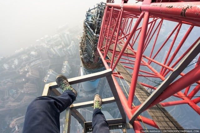 Two Daredevils climbed the worlds second highest Skyscraper – Shanghai Tower -