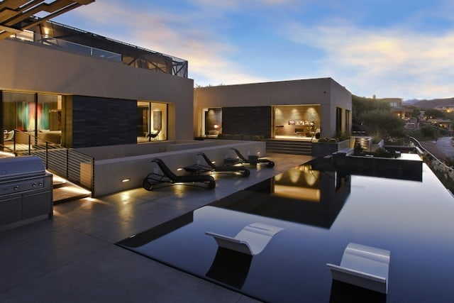 grey_house_in_las_vegas_03