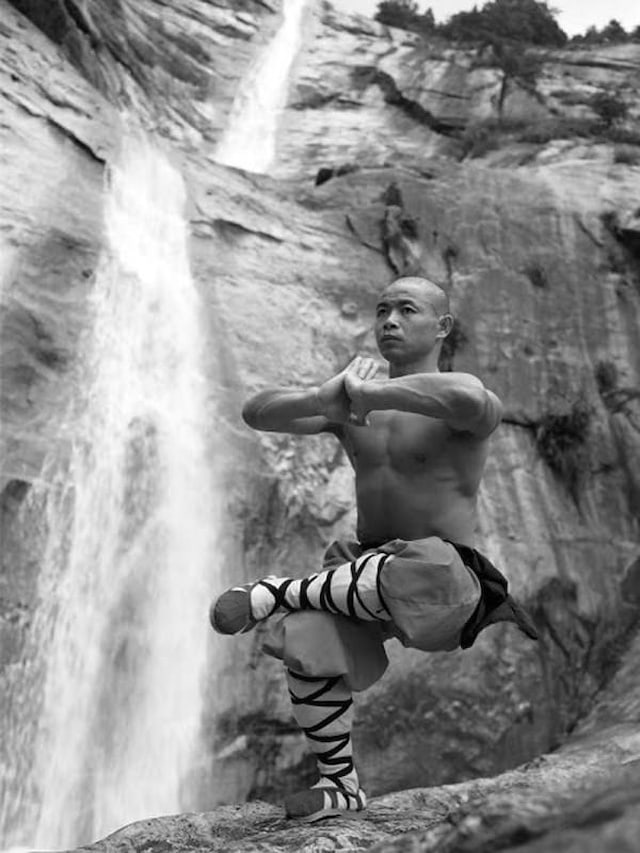 Shaolin-Monks-Training-Tomasz-Gudzowaty