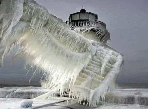 A+frozen+lighthouse+near+Lake+Michigan.+ +The+30+Most+Amazing+Photos+Of+Frozen+Things+In+Honor+Of+The+Coldest+Morning+Of+The+21st+Century - The 30 Most Amazing Photos Of Frozen Things In Honor Of The Coldest Morning Of The 21st Century