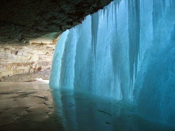 A+frozen+waterfall.+-+The+30+Most+Amazing+Photos+Of+Frozen+Things+In+Honor+Of+The+Coldest+Morning+Of+The+21st+Century