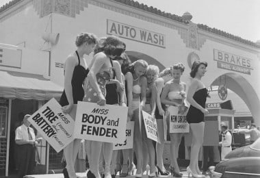 Photography: A Car Wash Beauty Pageant in 1951