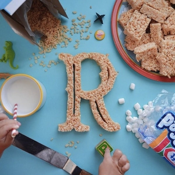 AtoZoë_Dad_Teaches_Daughter_The_Alphabet_By_Shaping_Letters_Out_Of_Yummy_Food_2014_01