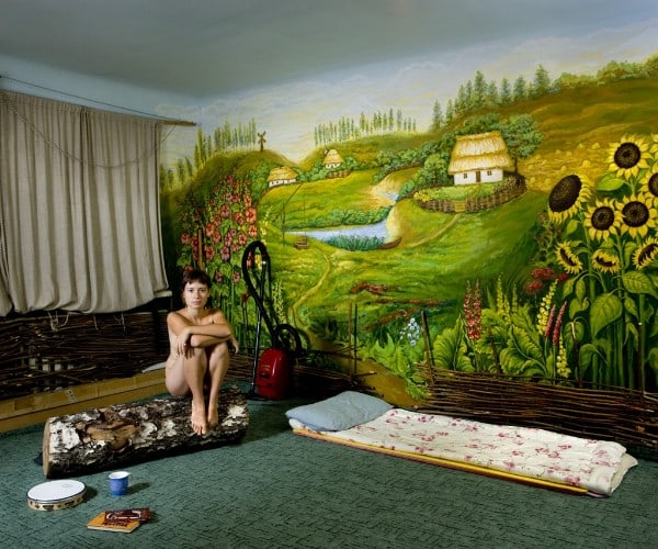 """Couchsurfing"" - Gabriele Galimberti Travels The World And Captures Intimate Portraits Of His Hosts -"