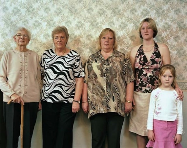Families_with_5_Generations_in_1_Photo_by_Julian_Germain_2014_02