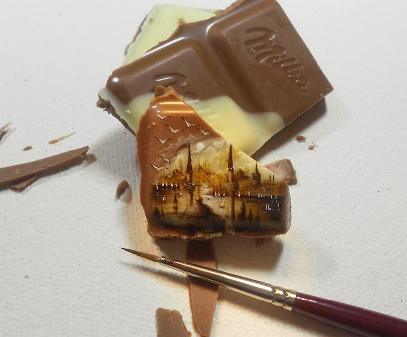 Paintings_Made_On_Incredibly_Tiny_Surfaces_2014_01