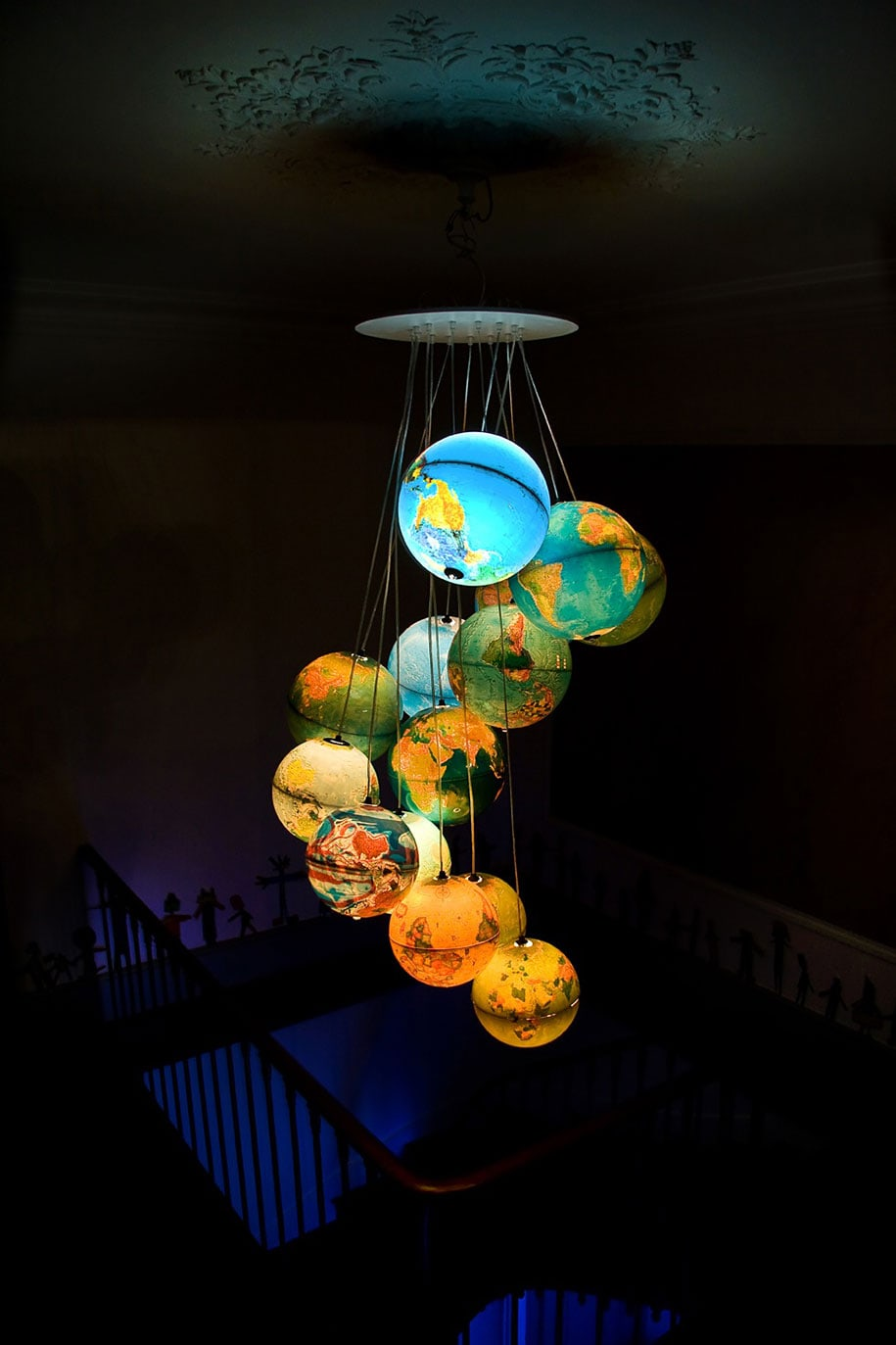 12 amazing light lamps and chandeliers created using daily for Jugendzimmer deckenlampe