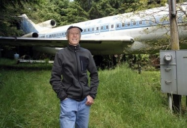 """""""The Airplane Home Project"""" - Bruce Campbell lives inside retired Boeing 727 jet"""