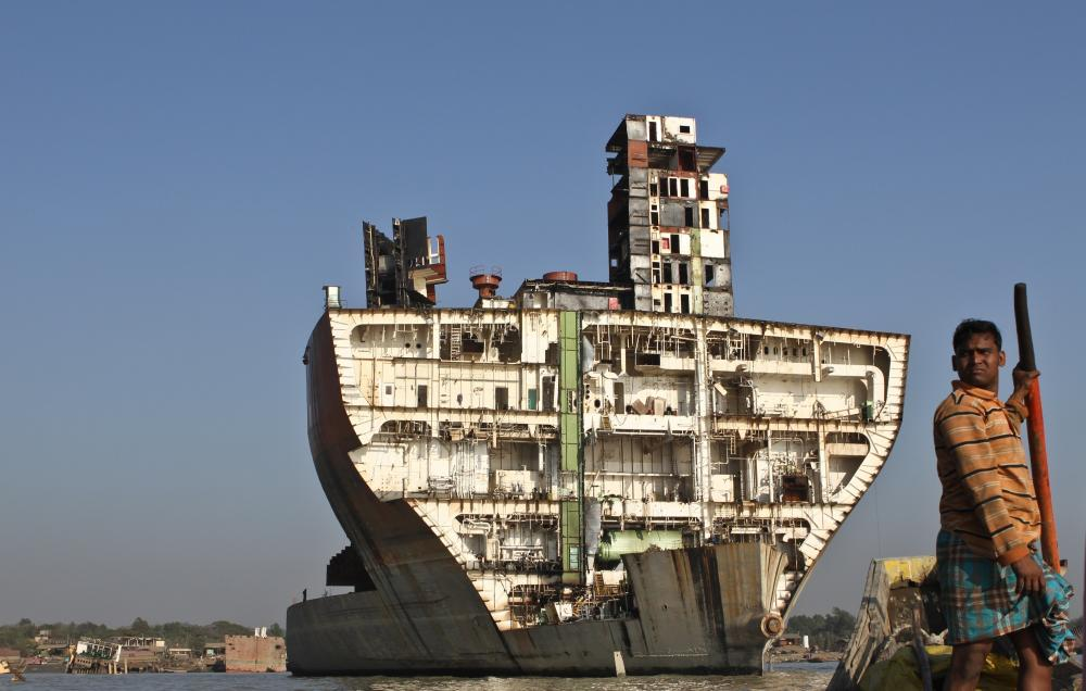 World's Biggest Ship Graveyard - Where Huge tankers are Scrapped on the Shorefront -