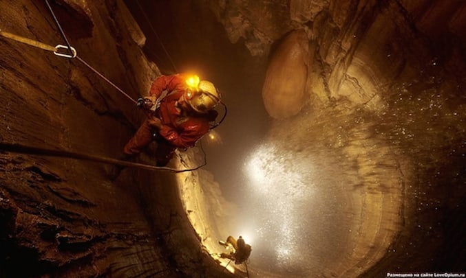 the-Deepest-Cave-in-the-World-6