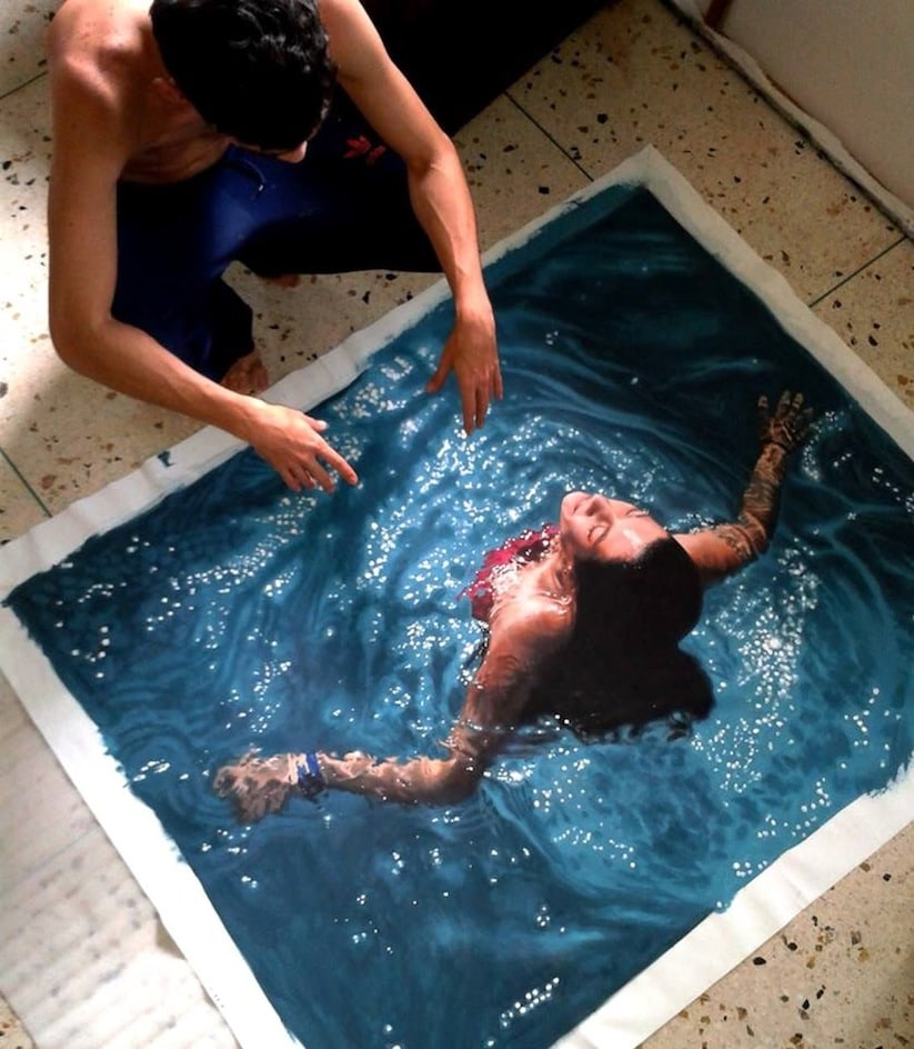 Hyperrealistic_Oil_Paintings_Of_People_Swimming_by_Gustavo_Silva_Nunez_2014_01