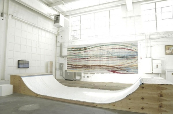 Matt_Reilly_Creates_Paintings_By_Performing_Skateboard_Tricks_On_A_Ramp_2014_06