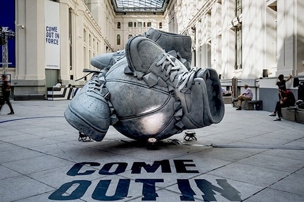 Nike _Come_Out_In_Force_Sneakerball_Sculpture_in_Madrid_Spain_2014_01