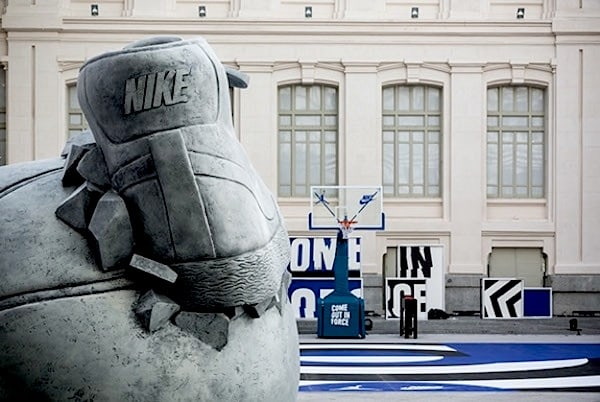 Nike _Come_Out_In_Force_Sneakerball_Sculpture_in_Madrid_Spain_2014_02