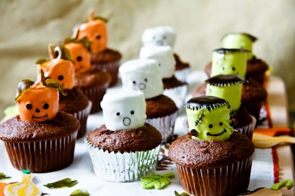 Marshmallow-Halloween-Cupcake-Toppers-by-Chef-Julie-Yoon