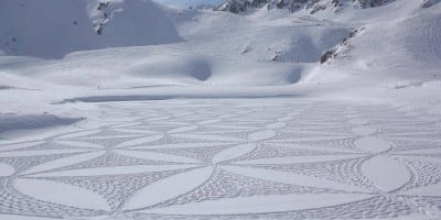 This Man Creates Amazing Snow Art Just by Walking – Definitely A Walk to Remember