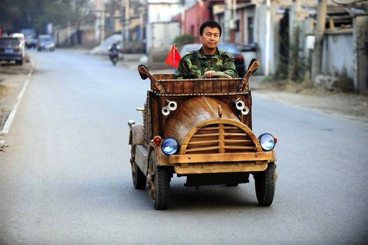 An_Electronic_Wooden_Car_Homemade_by_Carpenter_Liu_Fulong_in_China_2014_01
