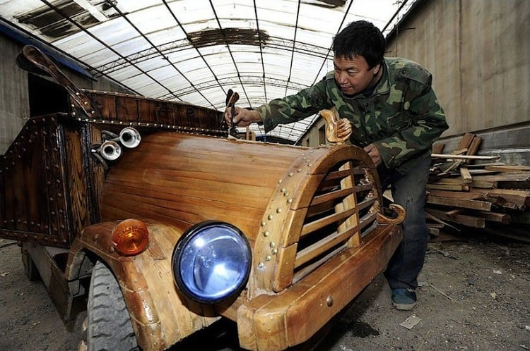 An_Electronic_Wooden_Car_Homemade_by_Carpenter_Liu_Fulong_in_China_2014_02