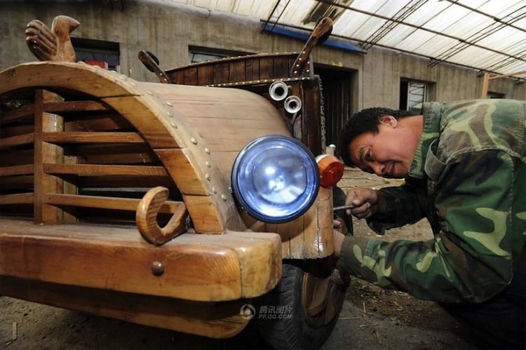 An_Electronic_Wooden_Car_Homemade_by_Carpenter_Liu_Fulong_in_China_2014_05