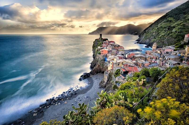 Vernazza Italy1 Top 15 Most Stunning Cliff Side Towns And Villages