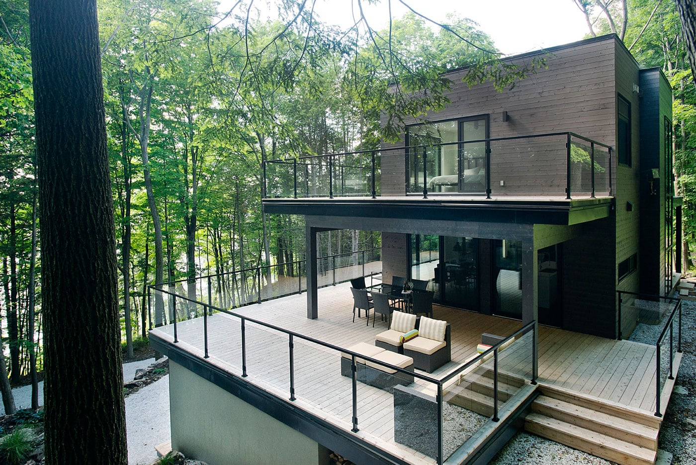 Contemporary-cottage-in-Quebec-by-Boom-Town-02