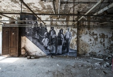 Haunting Photo Exhibition In Abandoned Ellis Island Hospital by JR 15
