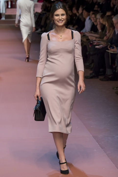 dolce-gabanna-fall-2015-runway-pregnant-model-h724