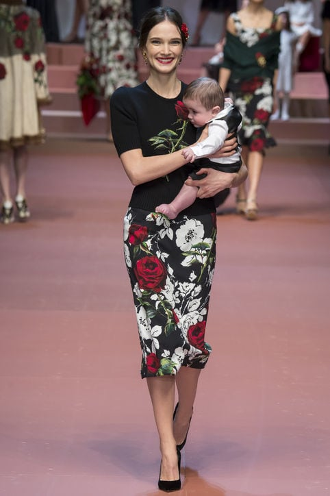 dolce-gabbana-fall-2015-runway-model-with-baby-h724
