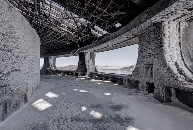 Abandonned-Soviet-Buildings-by-Rebecca-Litchfield2