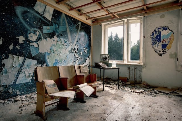 Abandonned-Soviet-Buildings-by-Rebecca-Litchfield7