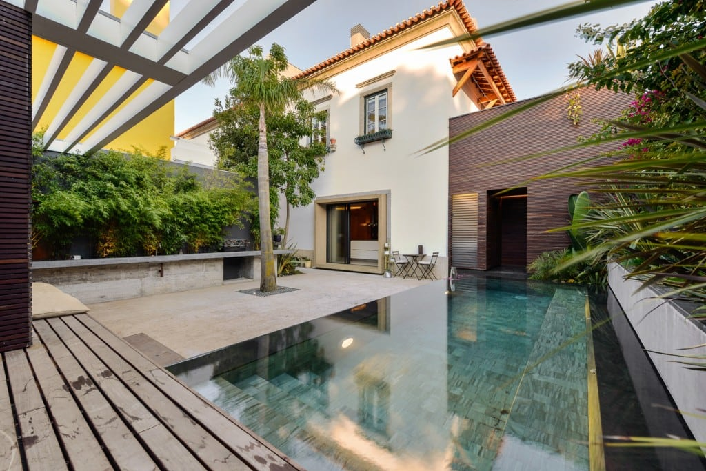 Harmonious-relationship-between-the-old-and-the-contemporary-architecture-House-in-Estoril-HomeWorldDesign-5-1024x683