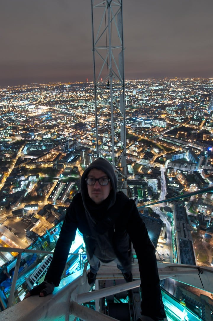 IMrbRtg - 25 Illegal Photographs That Urban Climbers Risked Their Lives To Take